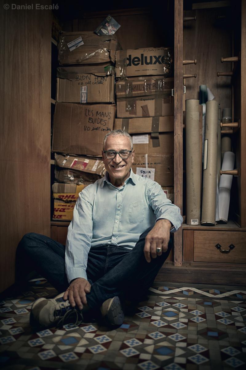 Lluís Miñarro a la seva productora. Foto per Dani Escalé